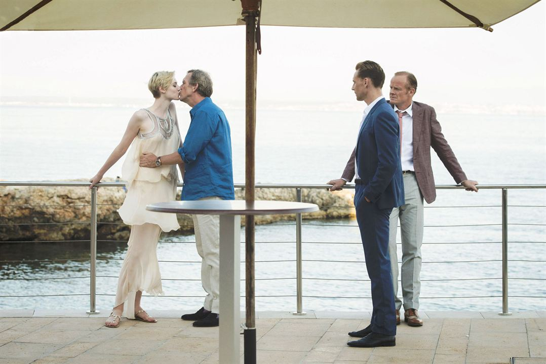 Bild Alistair Petrie, Elizabeth Debicki, Hugh Laurie, Tom Hiddleston