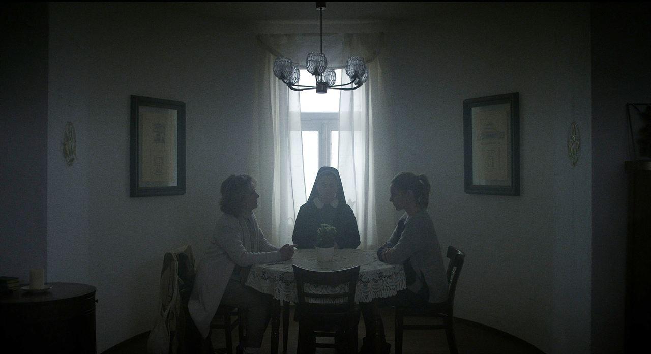 Schwester Weiß : Bild Beatrice Richter, Lisa Martinek, Zeljka Preksavec