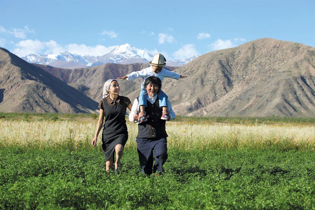 Die Flügel der Menschen : Bild Aktan Arym Kubat, Nuraly Tursunkojoev, Zarema Asanalieva
