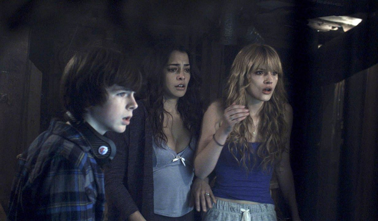 Keep Watching : Bild Bella Thorne, Chandler Riggs, Natalie Martinez
