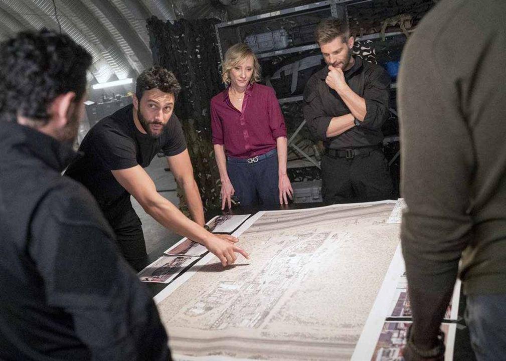 Bild Anne Heche, Mike Vogel, Noah Mills