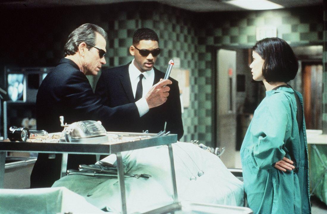 Men in Black : Bild Linda Fiorentino, Tommy Lee Jones, Will Smith