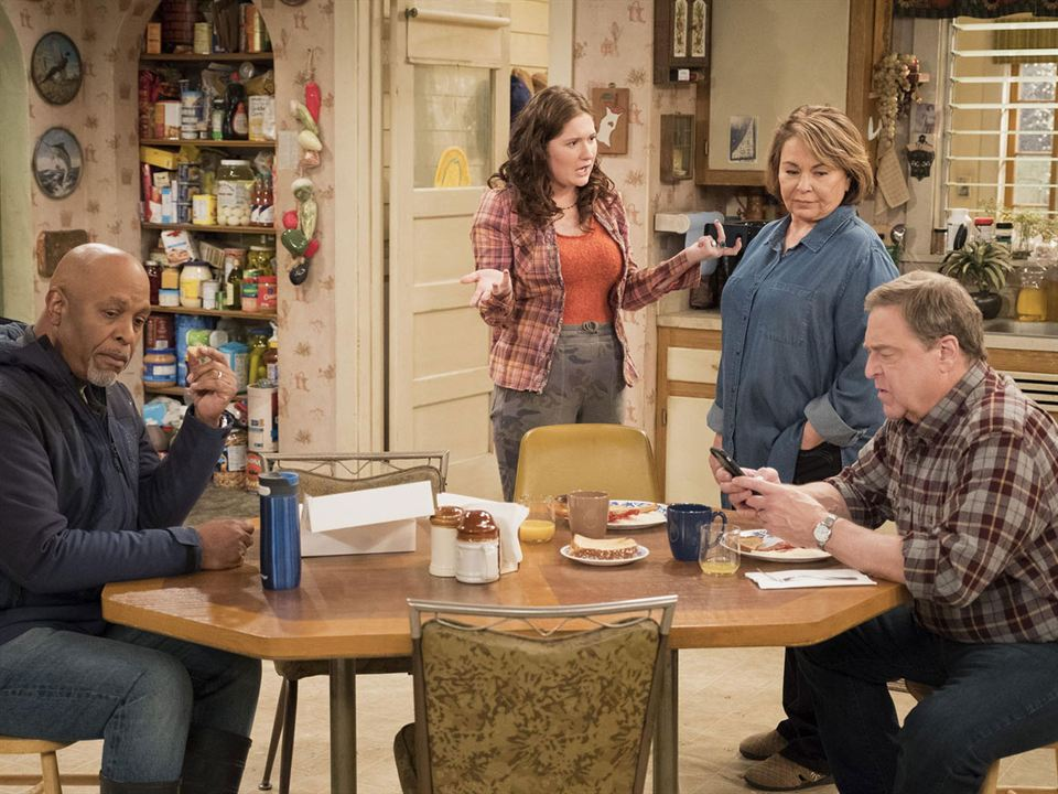 Bild Emma Kenney, James Pickens Jr., John Goodman, Roseanne Barr