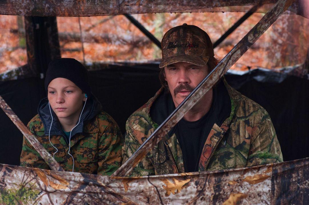 Das Vermächtnis des Weißwedelhirschjägers : Bild Josh Brolin, Montana Jordan