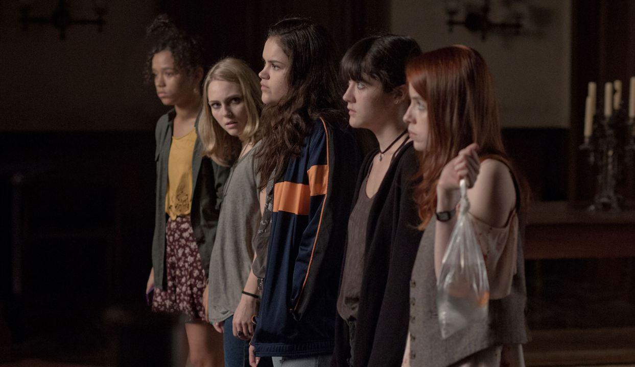 Down A Dark Hall : Bild AnnaSophia Robb, Isabelle Fuhrman, Taylor Russell McKenzie, Victoria Moroles