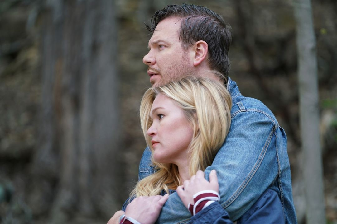 Trouble : Bild Jim Parrack, Julia Stiles