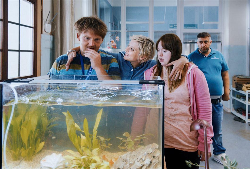 Die Goldfische : Bild Axel Stein, Jella Haase, Kida Khodr Ramadan, Luisa Wöllisch