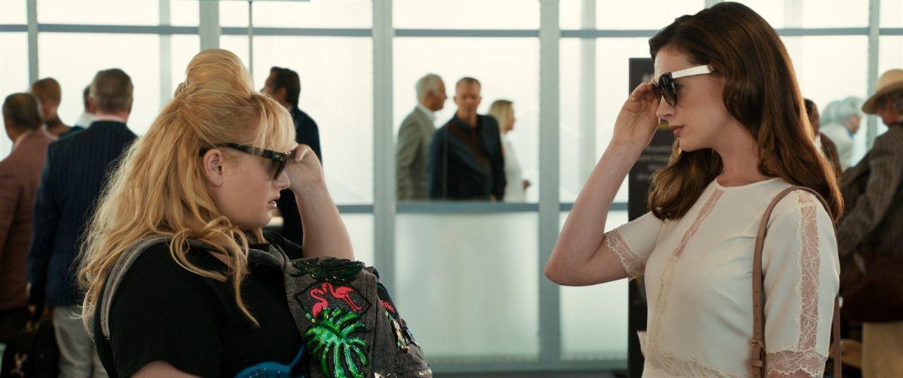 Glam Girls – Hinreißend verdorben : Bild Anne Hathaway, Rebel Wilson