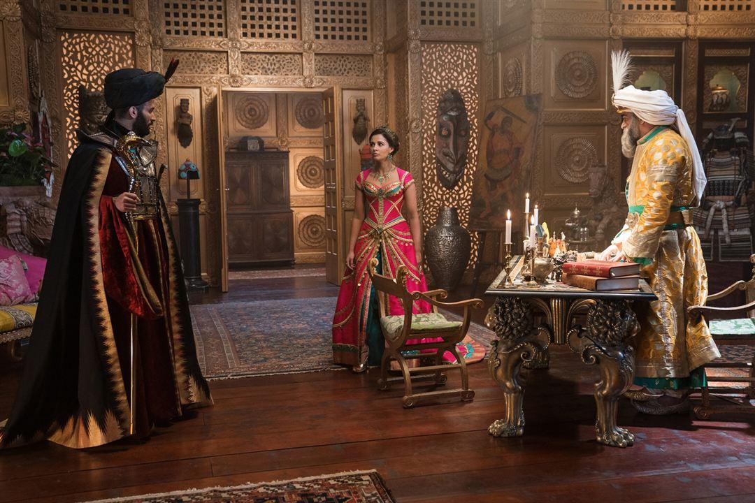 Aladdin : Bild Marwan Kenzari, Naomi Scott, Navid Negahban