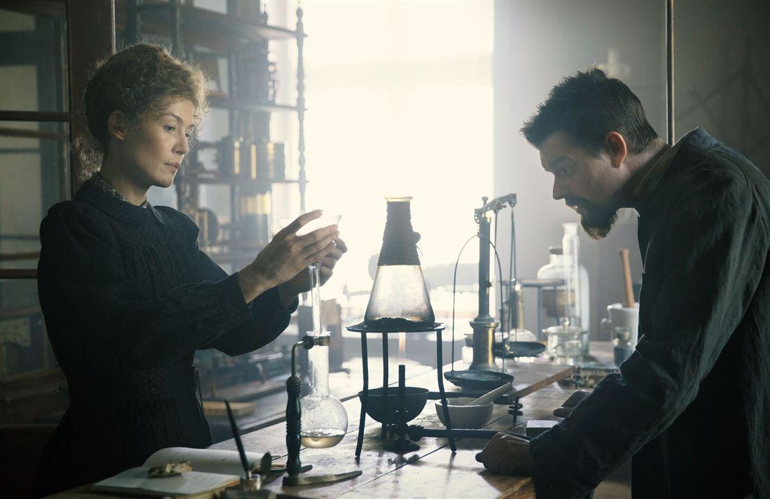 Marie Curie - Elemente des Lebens : Bild Rosamund Pike, Sam Riley
