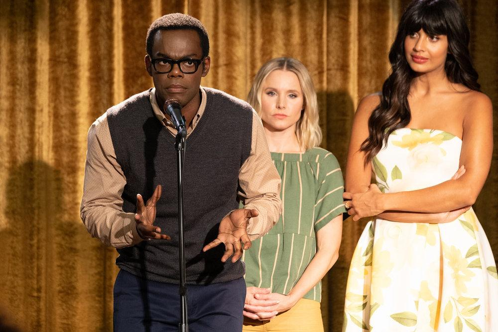 Bild Jameela Jamil, Kristen Bell, William Jackson Harper