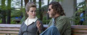 """""""Inherent Vice - Natürliche Mängel"""": Joaquin Phoenix auf coolem Neon-Cover zur Buch-Vorlage des Retro-Krimis"""