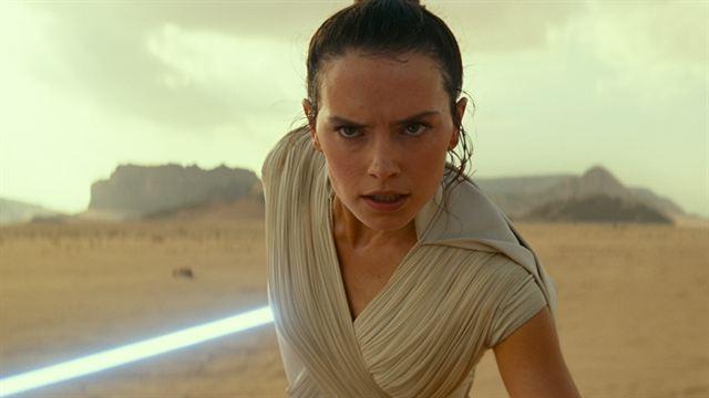 """Viele neue Bilder zu """"Star Wars 9"""": Pferde, die Ritter von Ren und viele Bekannte in """"Der Aufstieg Skywalkers"""""""