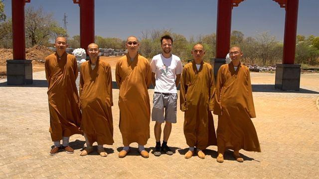 Weltreise mit Buddha Trailer DF