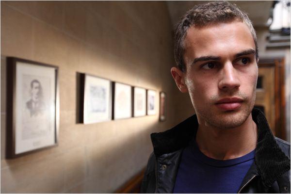 Theo james: foto - bedlam