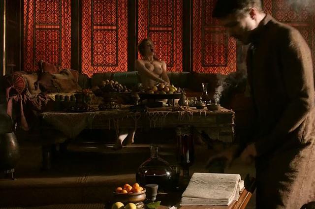 "Nackt in ""Game Of Thrones: Esmé Bianco & Sahara Knite"