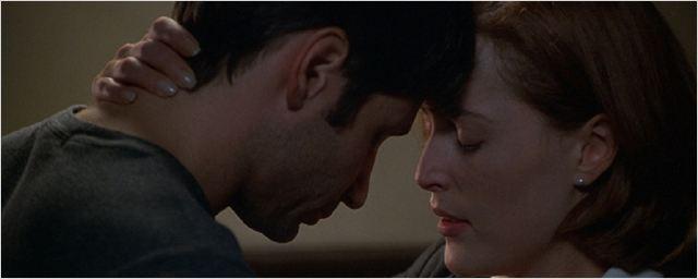"""""""Bones"""", """"Castle"""" & """"Akte X"""": So viele Folgen hat es gedauert, bis sich diese 15 TV-Paare endlich zum ersten Mal geküsst haben!"""