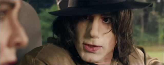 "Joseph Fiennes als Michael Jackson: Erster Trailer zu ""Urban Myths"" mit u. a. noch ""Game Of Thrones""-Star Iwan Rheon als Hitler"