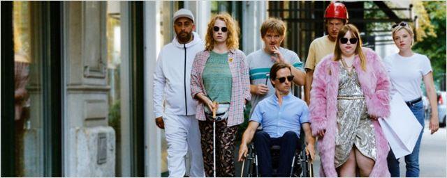 """Trailer zur Behinderten-WG-Komödie """"Die Goldfische"""" mit Tom Schilling und Jella Haase"""