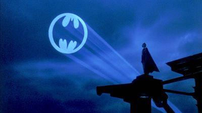 """Erster Blick auf Michael Keatons Batman-Anzug in """"The Flash"""" – der ein """"Watchmen""""-Crossover andeutet"""