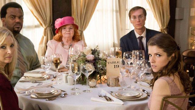 """Deutscher Trailer zu """"Table 19 - Liebe ist fehl am Platz"""" mit Anna Kendrick, Lisa Kudrow und Tony Revolori"""