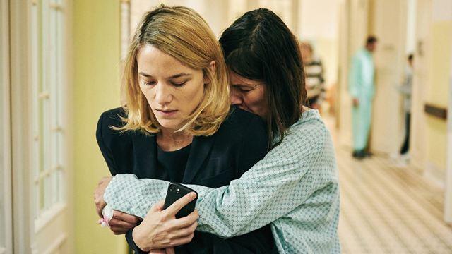 """Im Trailer zum Thriller-Drama """"Der Boden unter den Füßen"""" trifft Erfolgshunger auf Schizophrenie"""