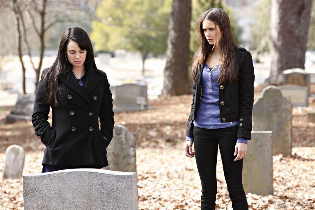 Vampire Diaries : Bild Mia Kirshner, Nina Dobrev