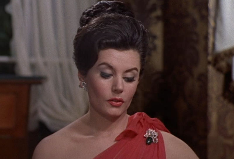 "Sylvia Trench (Eunice Gayson) in ""James Bond 007 jagt Dr. No"""