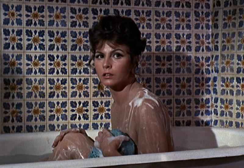 """Bonita (Nadja Regin) in """"James Bond 007 - Goldfinger"""""""
