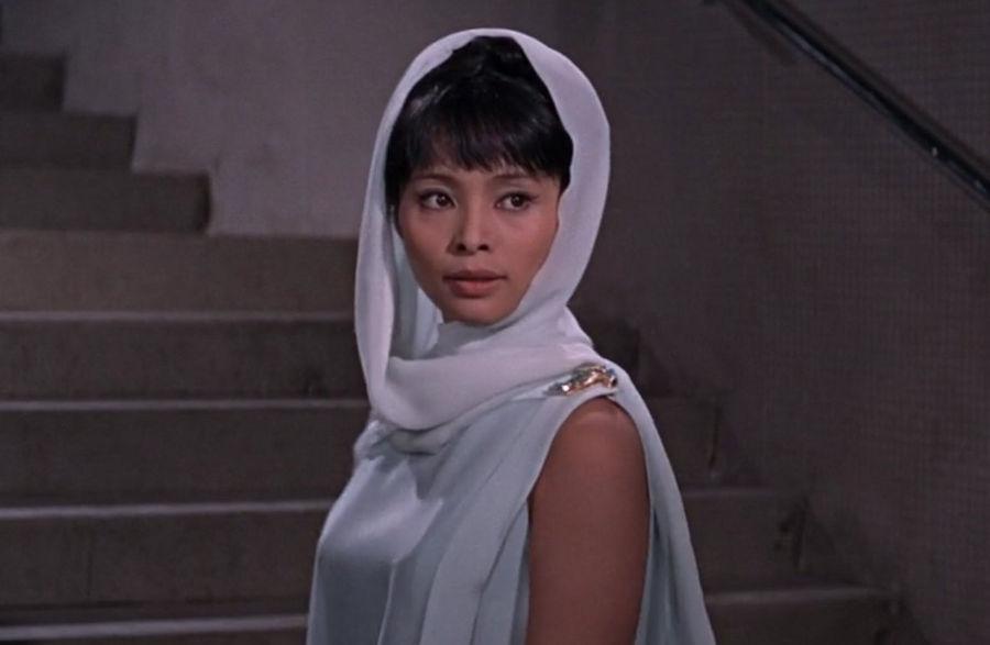 """Aki (Akiko Wakabayashi) in """"James Bond 007 - Man lebt nur zweimal"""""""