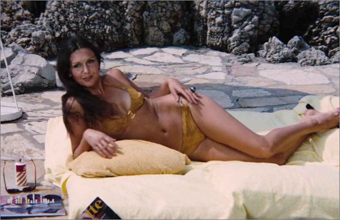 "Marie (Denise Perrier) in ""James Bond 007 - Diamantenfieber"""