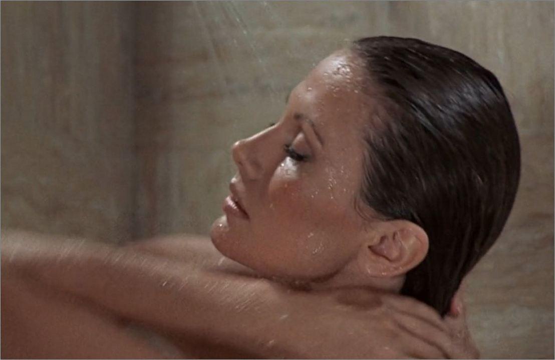 "Andrea Anders (Maud Adams) in ""James Bond 007 - Der Mann mit dem goldenen Colt"""