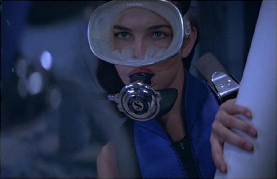 """Melina Havelock (Carole Bouquet) in """"James Bond 007 - In tödlicher Mission"""""""