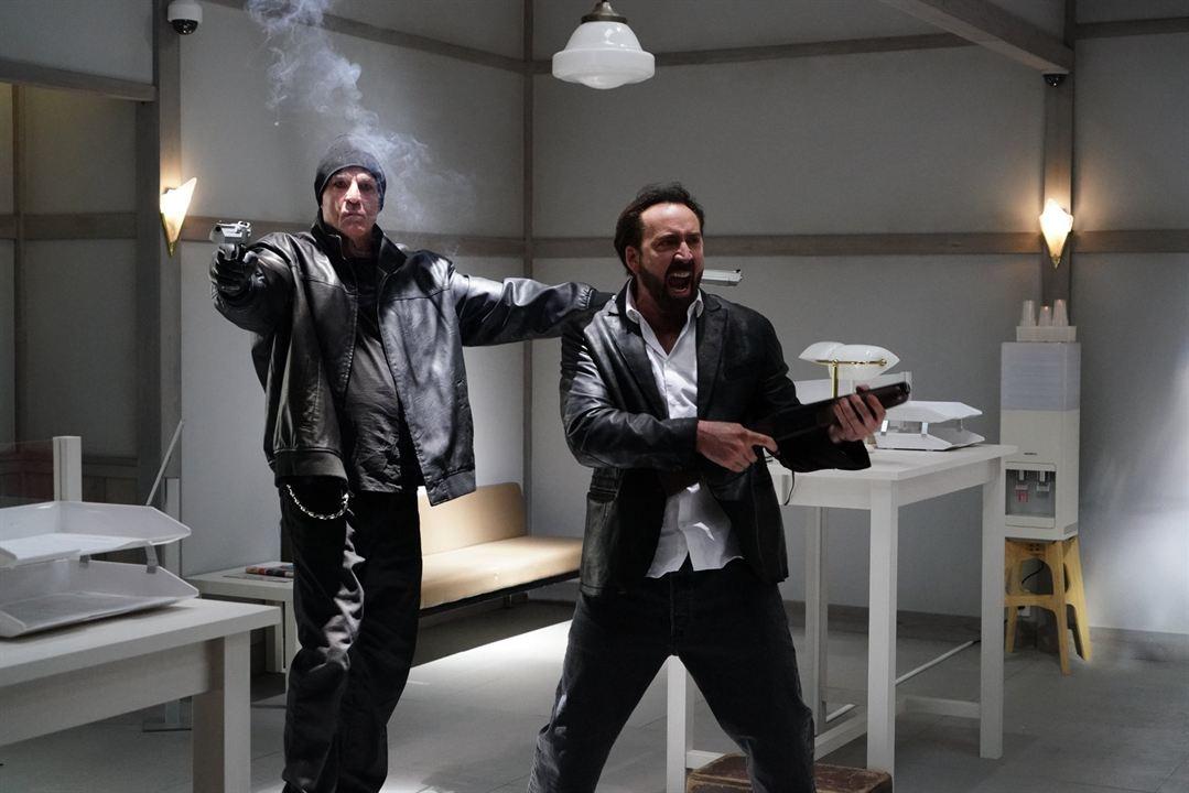 "Nicolas Cage mit Nick Cassavetes in ""Prisoners Of The Ghostland"""