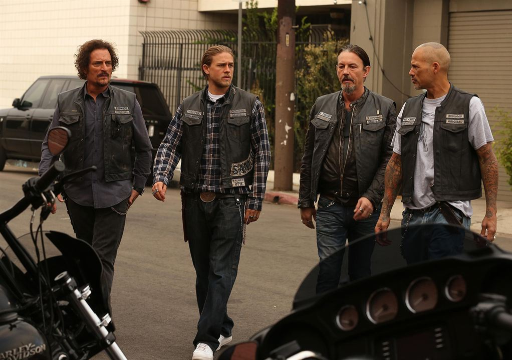 Bild Charlie Hunnam, David Labrava, Kim Coates, Tommy Flanagan