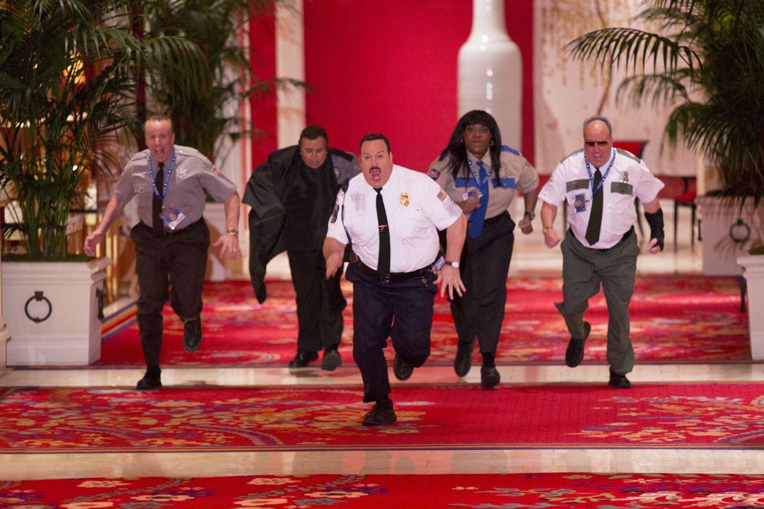 Der Kaufhaus Cop 2 : Bild Gary Valentine, Kevin James, Loni Love, Shelly Desai, Vic Dibitetto