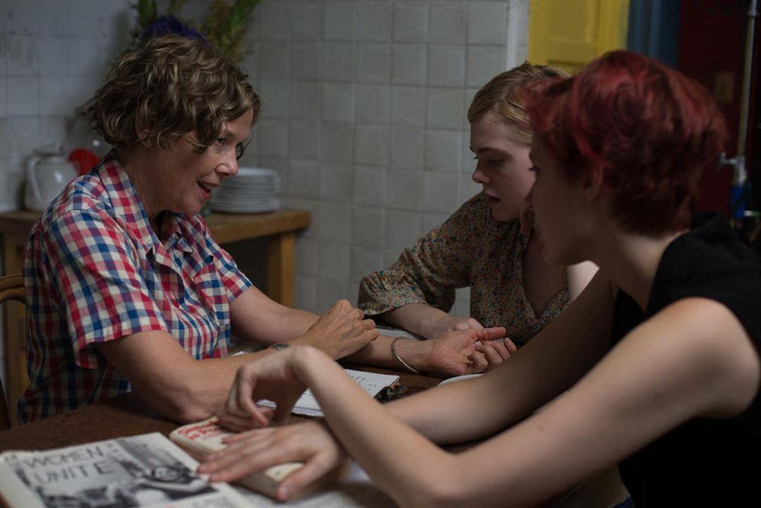 Jahrhundertfrauen : Bild Annette Bening, Elle Fanning, Greta Gerwig