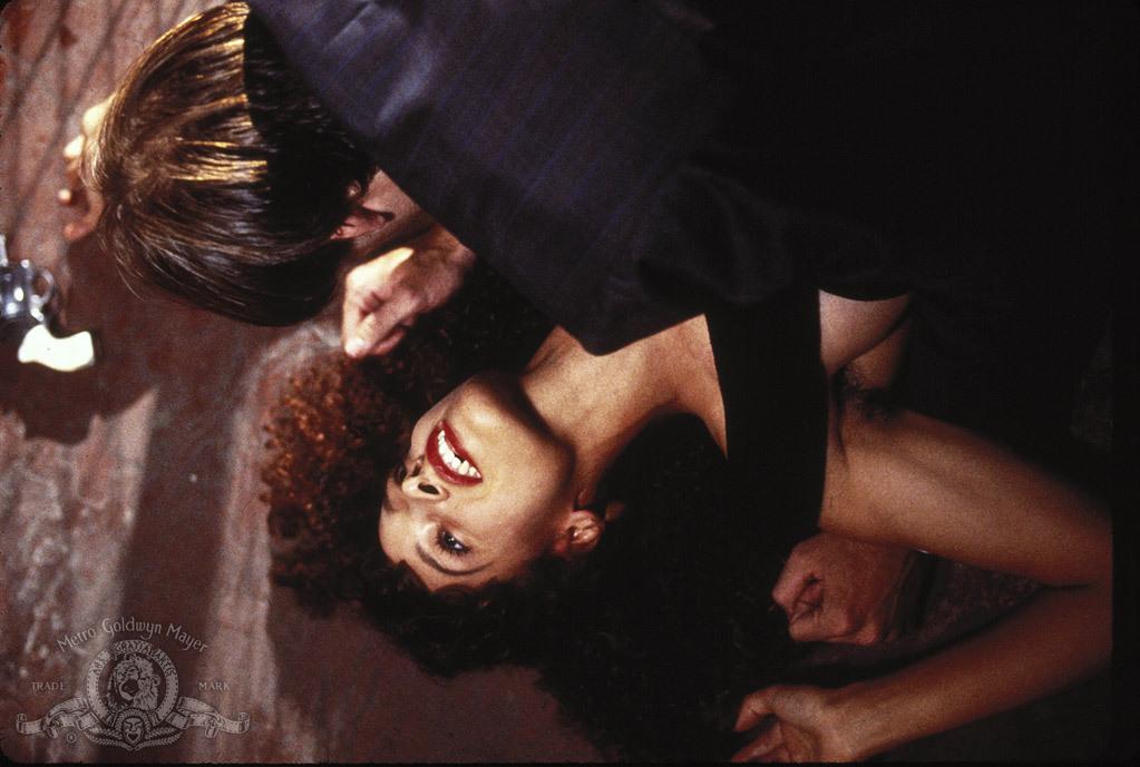 Vampire's Kiss - Ein beißendes Vergnügen: Nicolas Cage, Jennifer Beals