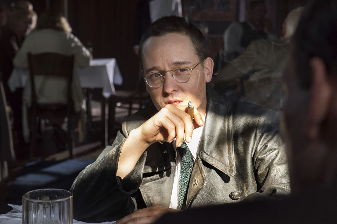Brecht : Bild Tom Schilling