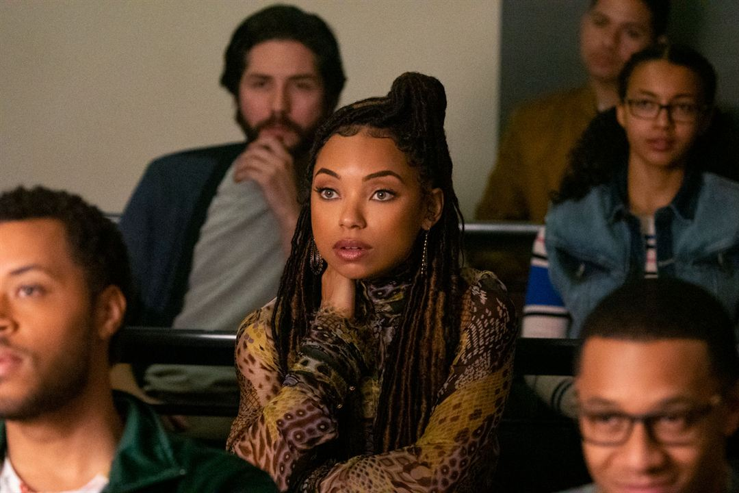 Bild Logan Browning