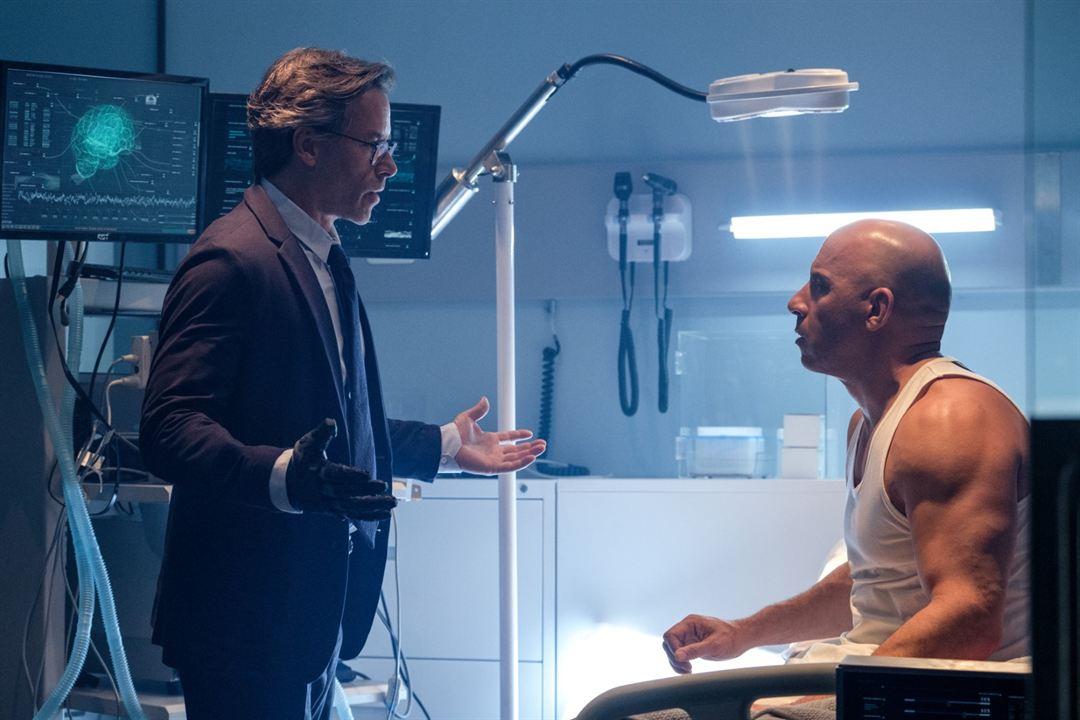 Bloodshot : Bild Guy Pearce, Vin Diesel