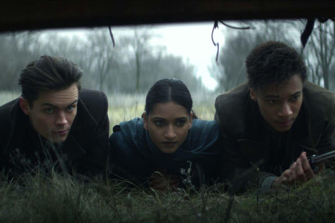 Bild Amita Suman, Freddy Carter, Kit Young