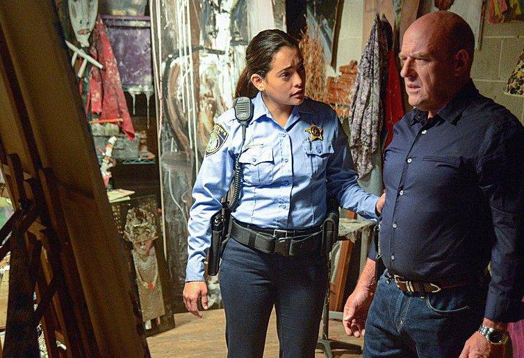 Bild Dean Norris, Natalie Martinez